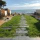 accès à la mer, gazon chemin ardoises- 3 mois après
