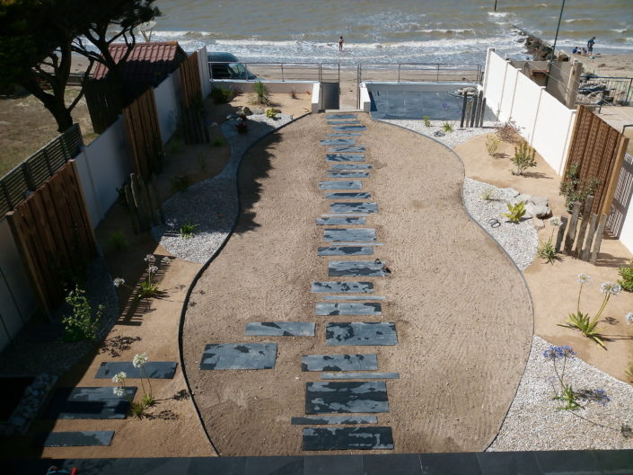 accès à la mer, gazon chemin en ardoises - à la fin du chantier
