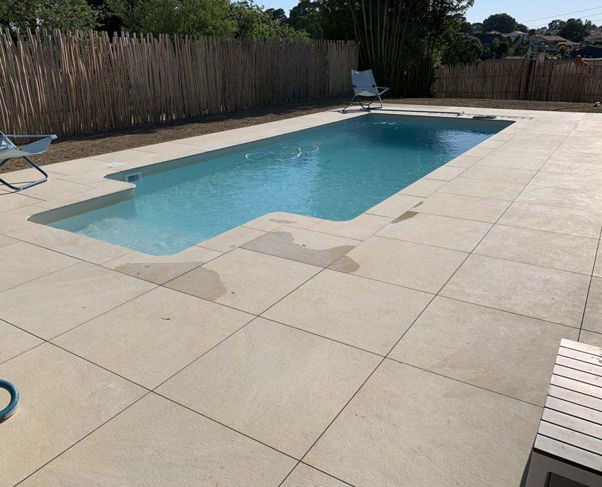 Pornic terrasse en carrelage habillage piscine 44