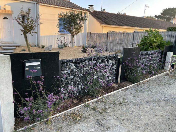 Paysagiste Pornic clôture en gabion et ardoises - Au Jardin des Rêves
