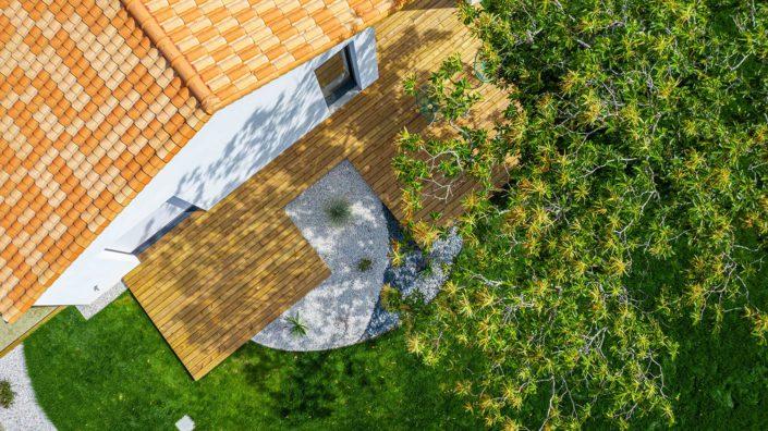 Pornic Terrasse en pin avec massif intégré - Au Jardin des Rêves